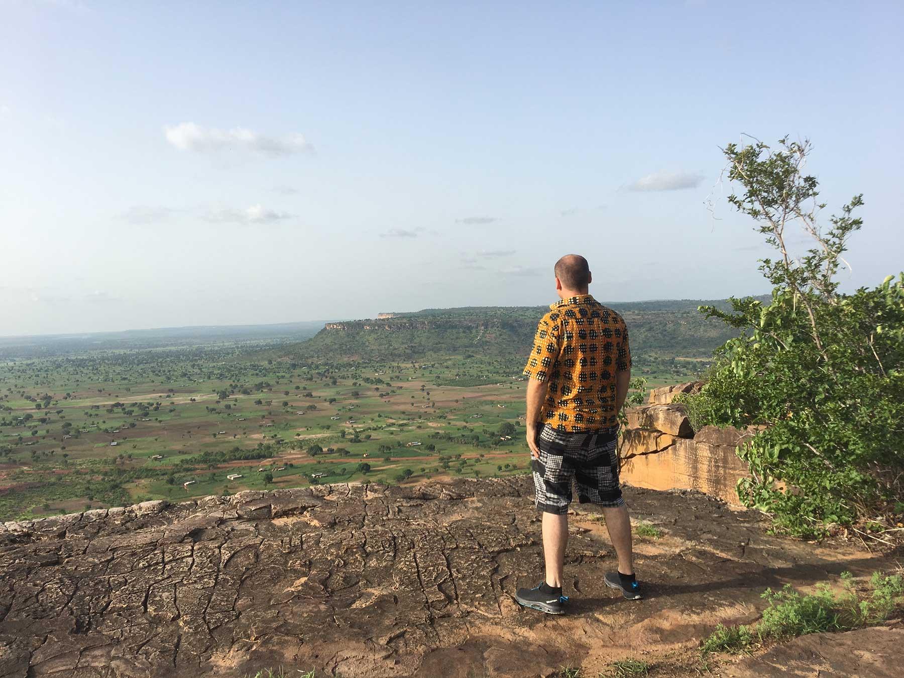 Blick überhalb der Grotten von Nok in den Norden Togos bei Regenzeit